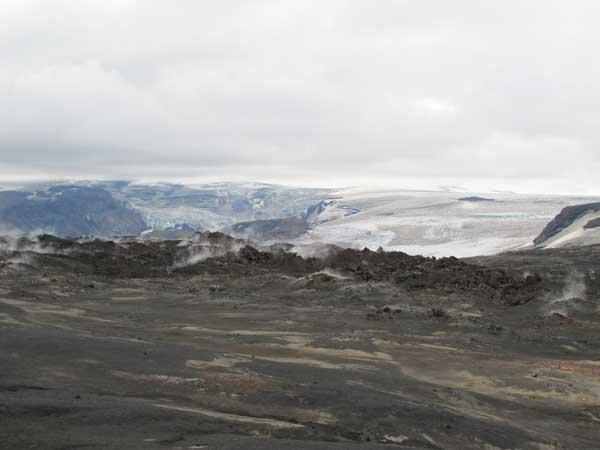 lavaFlowsEyjafjallajokull