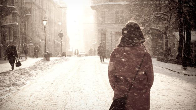 Snow-City-Landscape-Girl-Streets