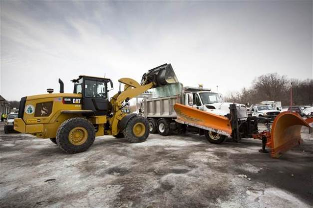 140205-salt-truck-pjg-1101_27874706b02901abb6e3b098792469e3.nbcnews-ux-640-440