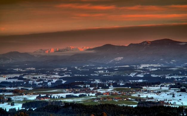 Alpine_winter_sunset_by_mutrus