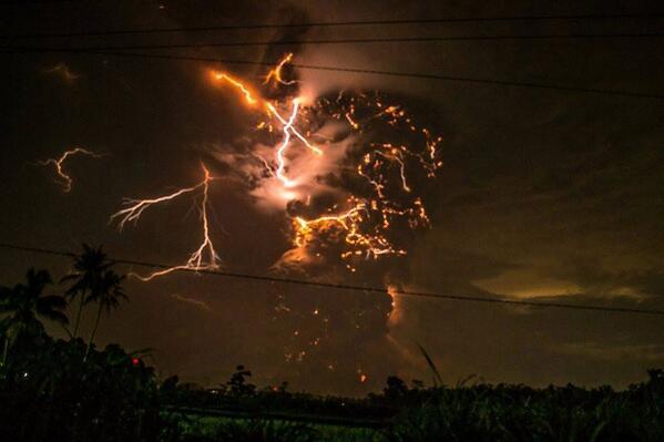 kelut-lightning1