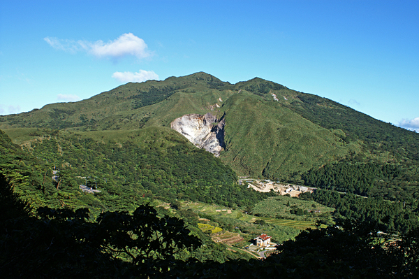 tatun-volcano-group-chihsingshan-2-c-_-_volcanoes