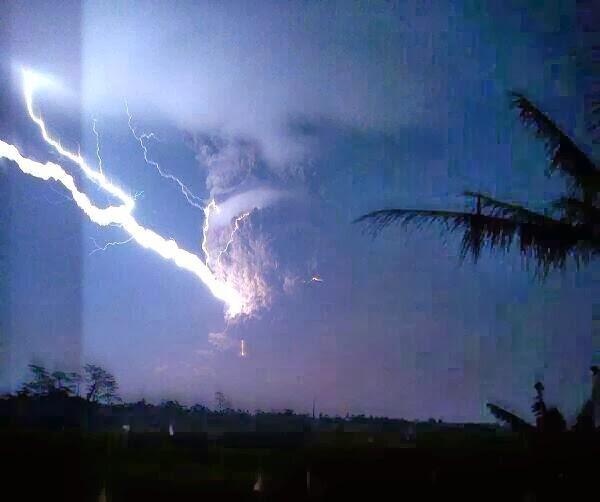 volcan-Kelut-14-février-2014-02