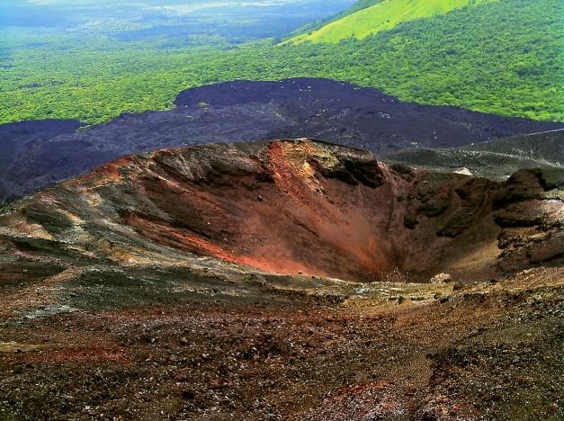 Cerro_Negro_Volcano_Crater_Nicaragua_August_2011
