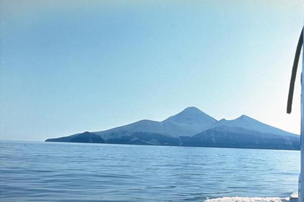 chirpoi_volcano_russia_photo