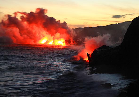 hike-kilauea-volcano-590